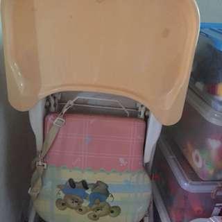 High chair with feeding table