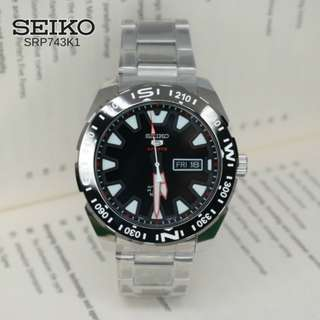 Watch 5 Sports Silver Stainless-Steel Case Stainless-Steel Bracelet Mens Japan Seiko SRP743K1