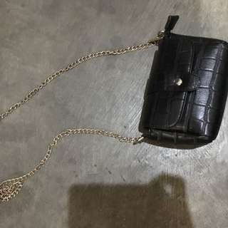 Sling chain bag