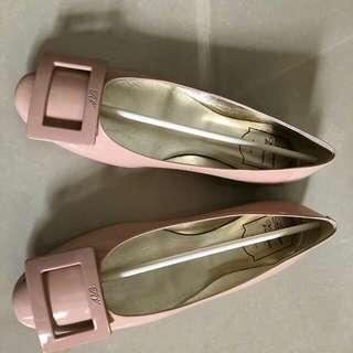 Roger Vivier名牌保証真品新年穿至岩粉紅色鞋超靚很舒服原價$4900如合可小議