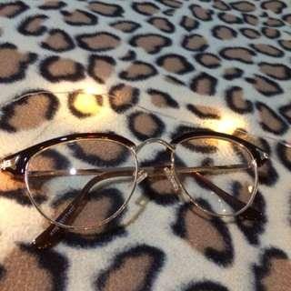 Sunnies/ eyeglasses