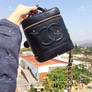 (SOLD)Chanel Vintage 黑色魚子醬化妝袋