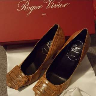($1800減到$1200)Roger Vivier Snake Heels