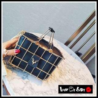 🚚 獨特精緻 超級可愛 金屬鐵藍設計 聖誕麋鹿 鹿頭 黑白兩色 籃子包 鐵藍包 鍊條式 小提包【LoVe My LaDy】