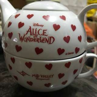 Alice in wonderland Hsbc tea set