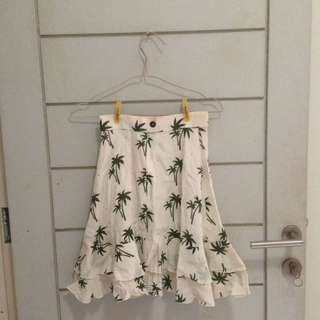 #cintadiskon Palm white flare skirt button