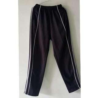 Celana training hitam
