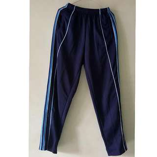 Celana training biru