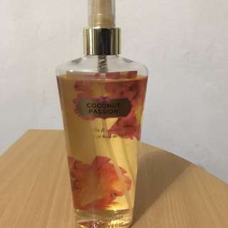 Victoria Secret- Coconut Passion