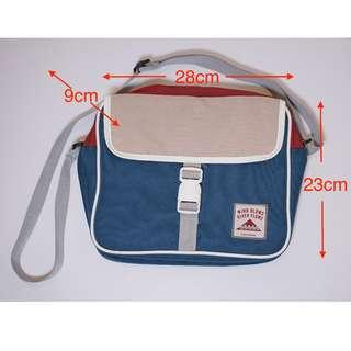 Iconic Design 斜孭袋 - 紅、錄色 — 可容納10.5吋ipad  — 旅行最佳伙伴