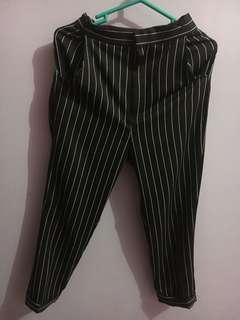 Celana bahan strip