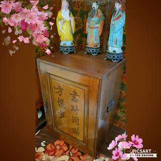 "1920s Antique Wooden Chest or Guo Fan Xiang with Chinese Words ""Shu Dao Yong Shi Fang Heng Shao"" meant to teach young people to study more to avoid regret due to lack of knowledge. 17"" x 14"" x 25""h. Good Condition. $138, sms 96337309."