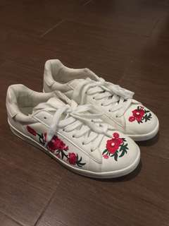 White Lowtop Sneakers with Flowers