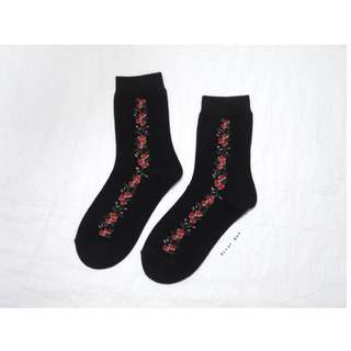 。error dot。韓國製小紅玫瑰藤花襪子