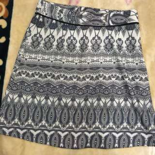 Pencil skirt in prints