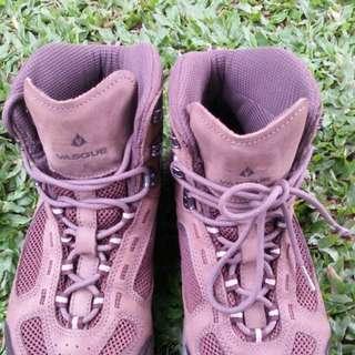 Sepatu outdoor Vasque