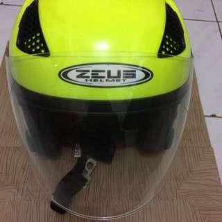 Helm Zeus Kuning