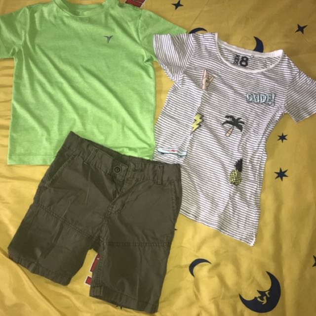 2 t-shirts 1 Short for 200