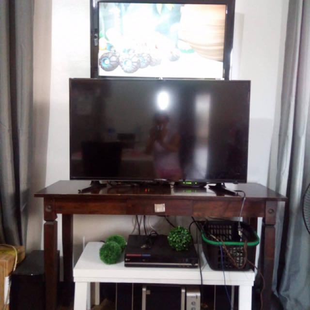 "40"" Devant Flat Screen TV"