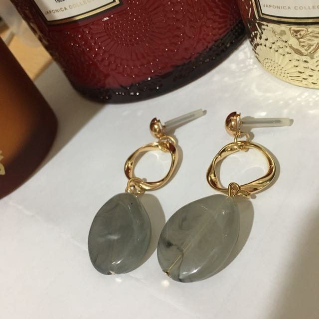 現貨/復古灰色不規則大理石紋垂墜式耳環