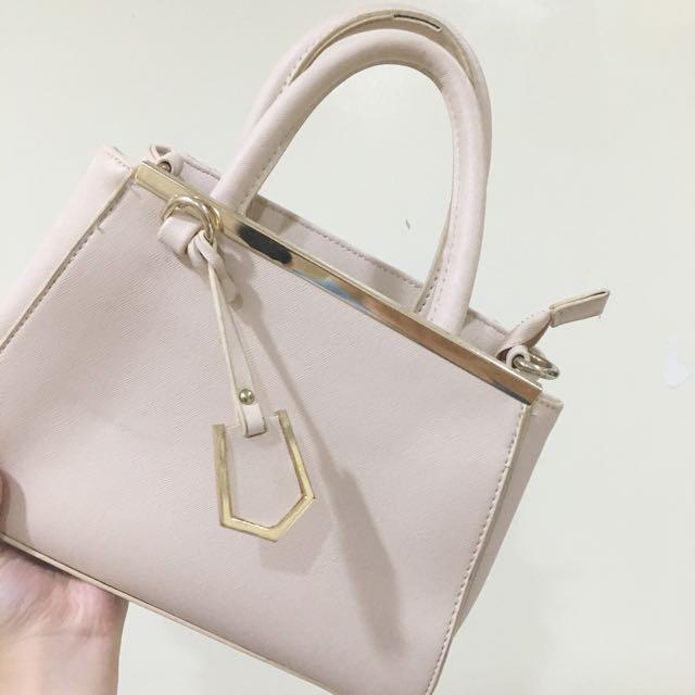 米白手提包