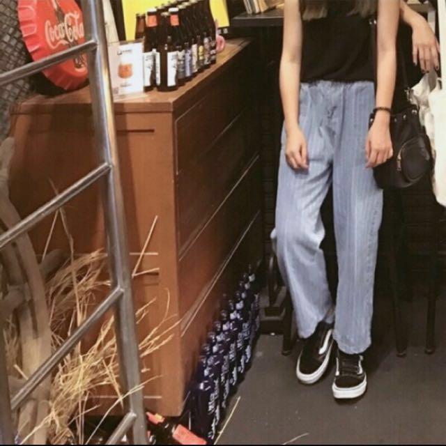 淺藍條紋牛仔寬褲