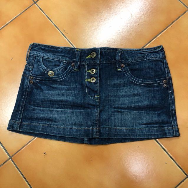 金釦牛仔短裙
