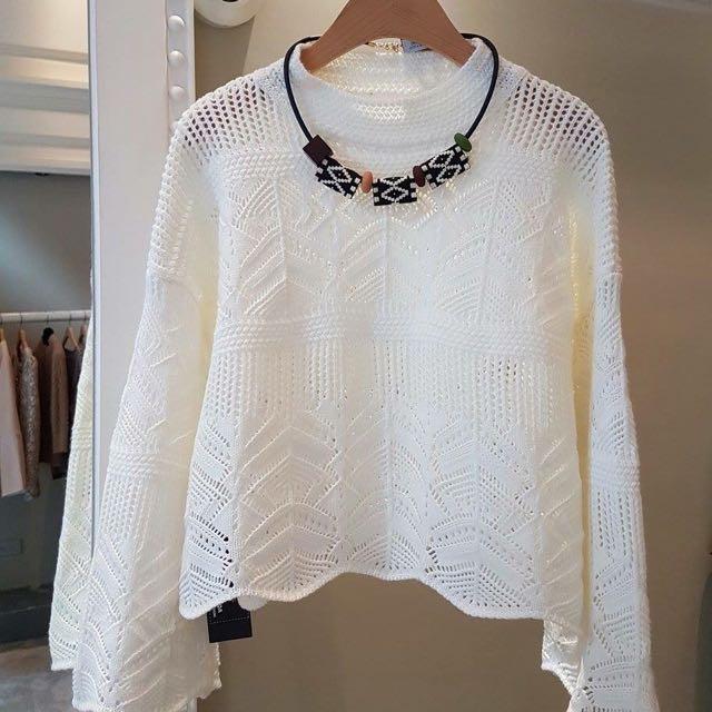 花紋白色短版上衣