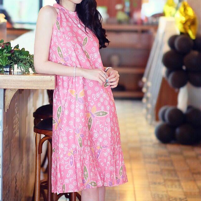 Batik pink dress