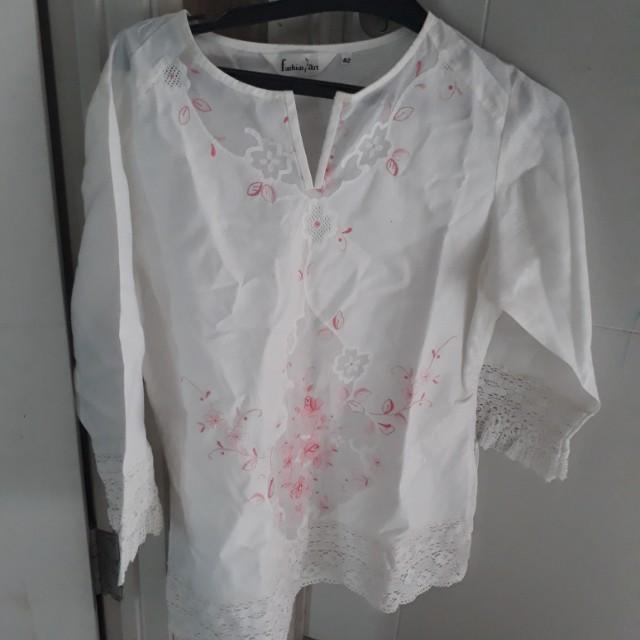 Blouse bordir renda putih
