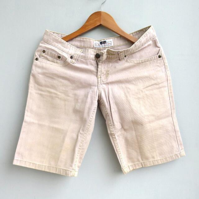 #cintadiskon Cream Shorts Celana Pendek