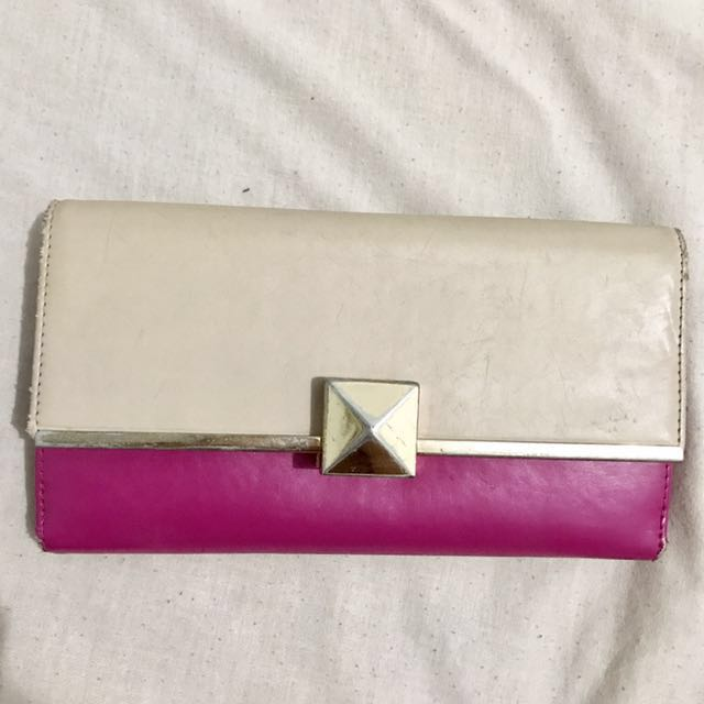 Preloved Dompet Charles & Keith