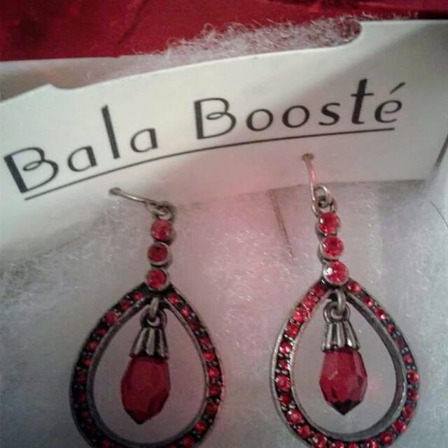 Regal Red Teardrop earrings