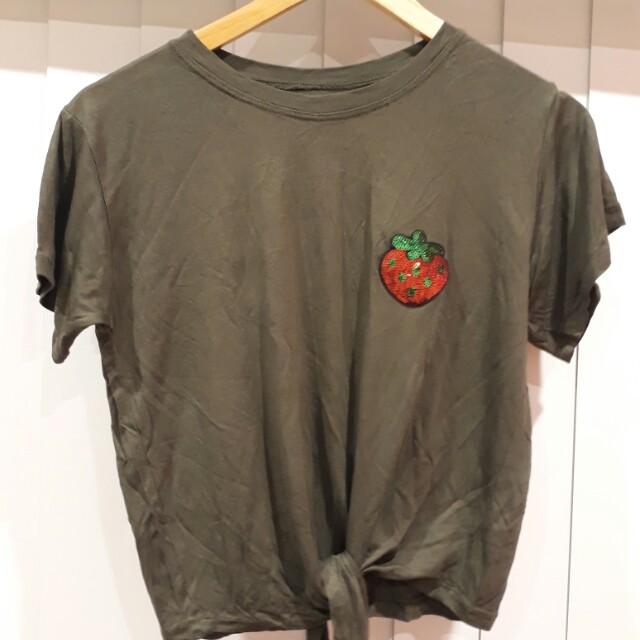 Shirt w/ strawbery patch