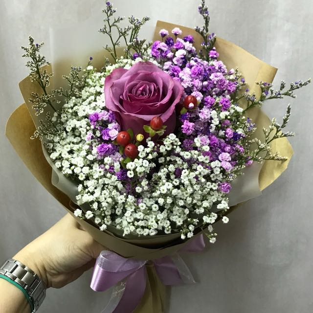 Valentine's bouquet Single purple rose with baby breath