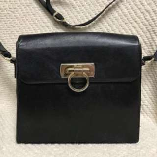 Ferragamo Vintage Cross body Shoulder Bag 85%new  ❌Celine Saint Laurent Fendi Hermes Dior