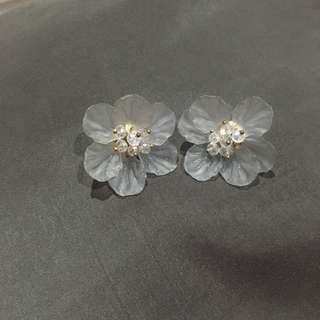 Anting Bunga Transparant