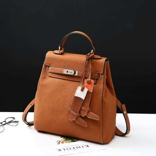 Hermes Backpack *S6190* Quality : Semipremium Bag Size: 32x8x32 cm Berat : 8ons Material : Kulit  *Ready 4 Colour* -RED -BLACK -WHITE -BROWN  *Harga 280rb !*