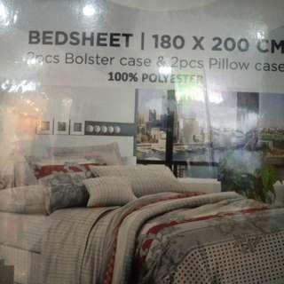 Bed cover merk branded from kris home.ukuran king Size.