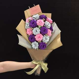 18 Ribbon Rose Bouquet