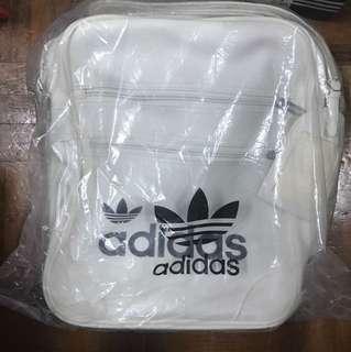全新adidas original 斜揹袋