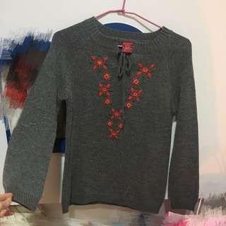 🚚 #幫家人賣 灰色刺繡花綁帶毛衣