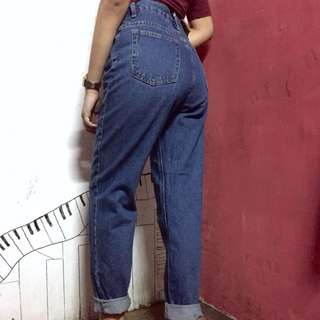 Blue highwaist mom jeans