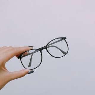 🚚 黑框造型眼鏡