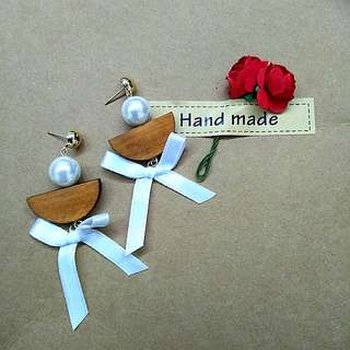 Handmade garden wood pearl white bow  earrings