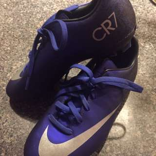 Cr7 soccer shoes size 2 like new