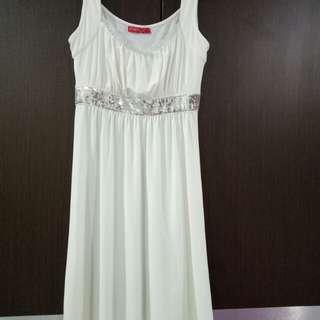 White Dress selutut
