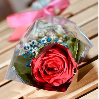 CHEAP!!! JURONG EAST MRT Single Rose with Baby's Breath for Your Valentine!