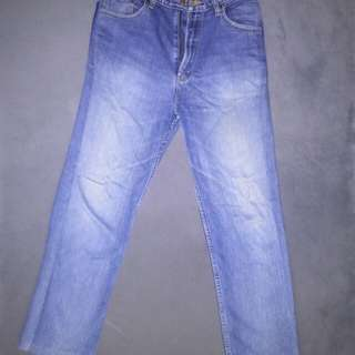 Dapat 2 barang ( jeans LEA + Kaos Diadora)