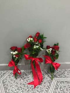 Red roses mini hand bouquets